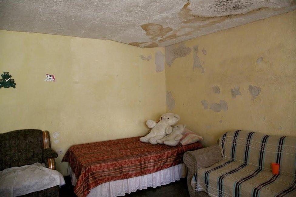 Blanca Grisel Guzmán, de 15 años, desapareció en 1996. Trabajaba en una dulcería cerca de su casa. Aunque los niveles de violencia han bajado en Ciudad Juárez, el drama persiste: el de las madres que se quedaron sin sus hijas o el de los hijos que perdieron a sus madres y que crecen en muchos casos sin un cierre, sin saber qué pasó.