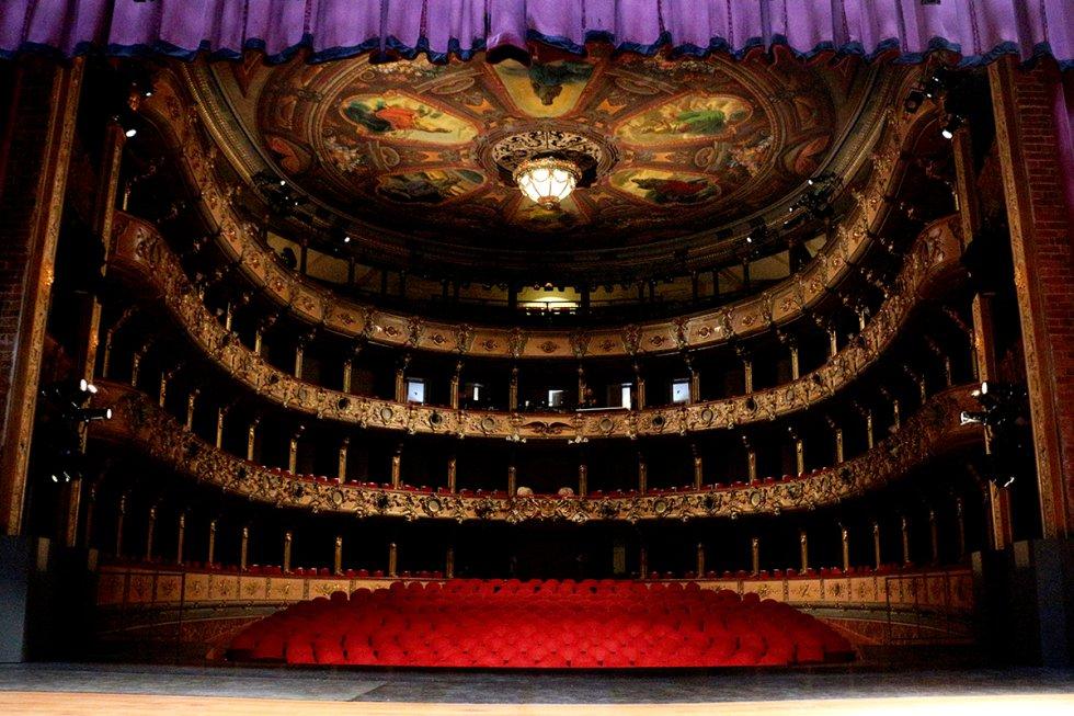 En el año 2008 se inició el proceso de remodelación del teatro para darle todas las características de un escenario del siglo XXI