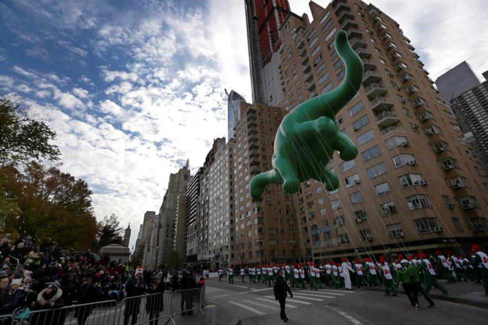 El festejo anual comenzó en 1924 y en él son frecuentes que los globos gigantes de personajes famosos cubran las calles de Manhattan.