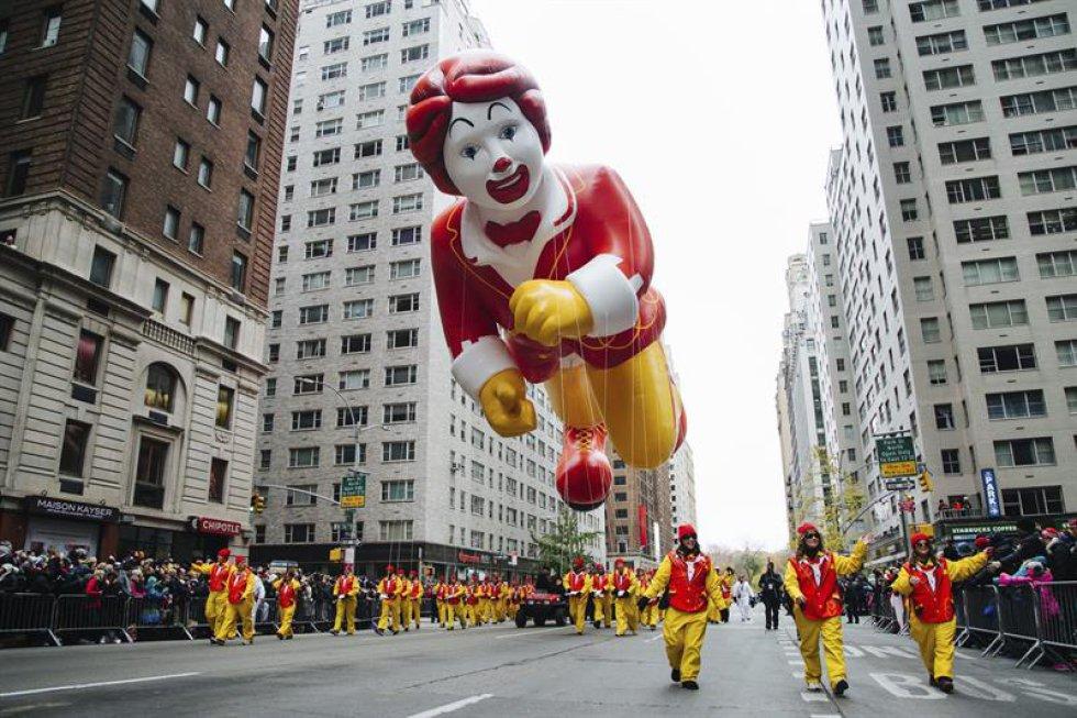 Ronald McDonald es uno de los globos tradicionales de cada año en el desfile.