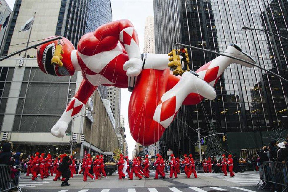 El globo de los Power Rangers durante el desfile del Día de Acción de Gracias en Nueva York, Estados Unidos.