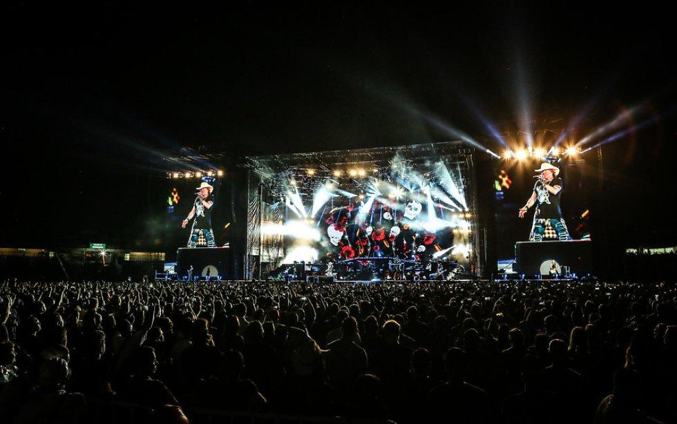 La habilidad con la guitarra en una noche de noviembre, no impidió a que Slash, el guitarrista se llevara todos los aplausos.