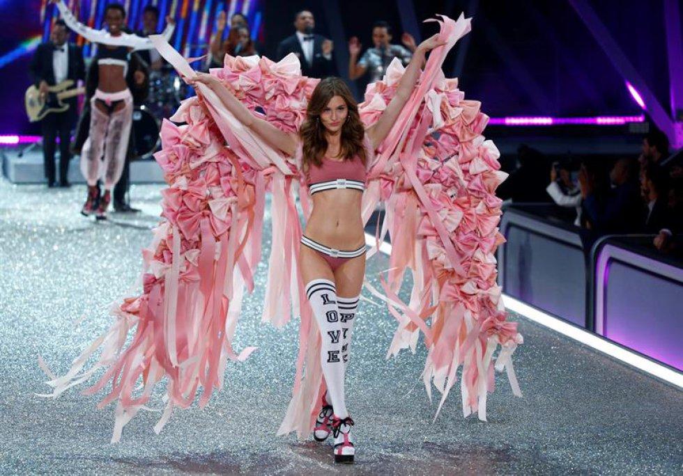Las modelos que estuvieron presentes fueron Kendall Jenner, Gigi Hadid que por segunda vez consecutiva llevaron las alas.