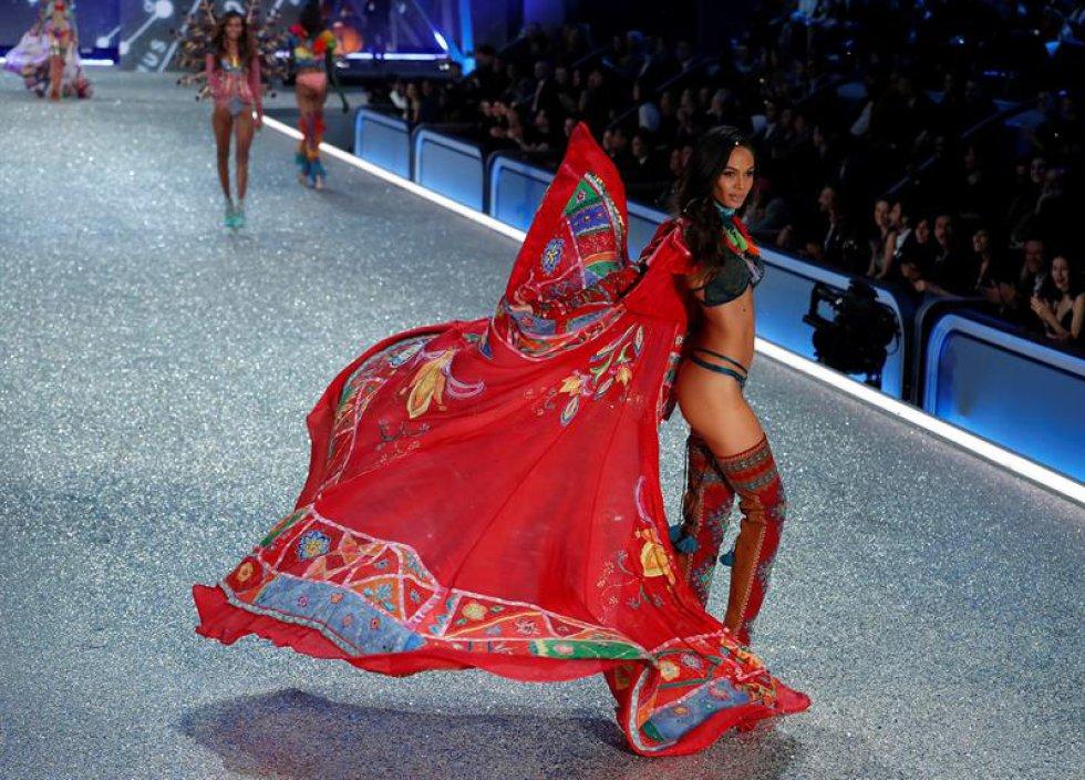Bella Hadid debutó en este gran evento de la marca Victoria Secret.