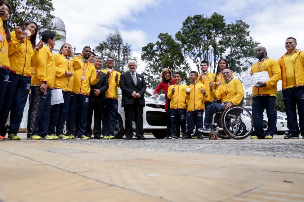 Juegos paralímpicos Colombia: [Fotos] Presidente Santos entrega incentivos a atletas paralímpicos