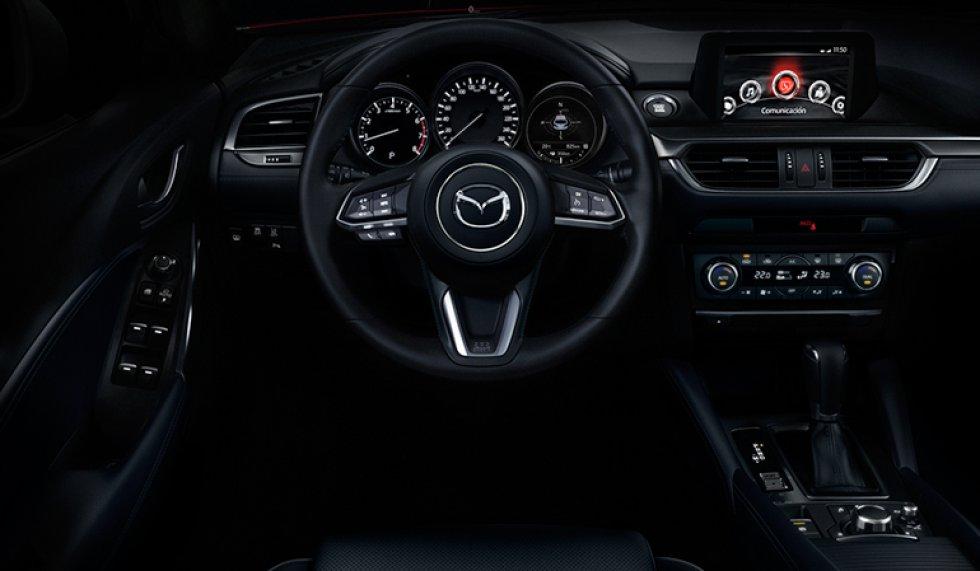El volante adoptó un nuevo diseño con una forma más precisa y textura fina para un agarre firme y suave.