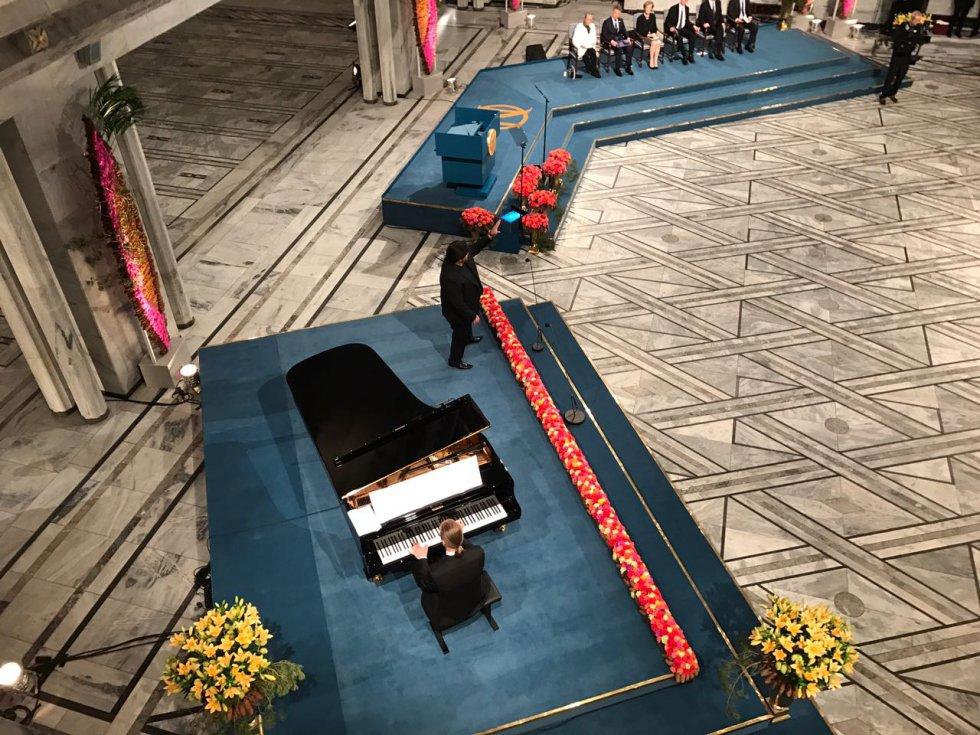 El Nobel de la Paz es el único de los Nobel que ni se otorga ni entrega en Estocolmo, a diferencia de los otros cinco galardones, sino en Oslo.