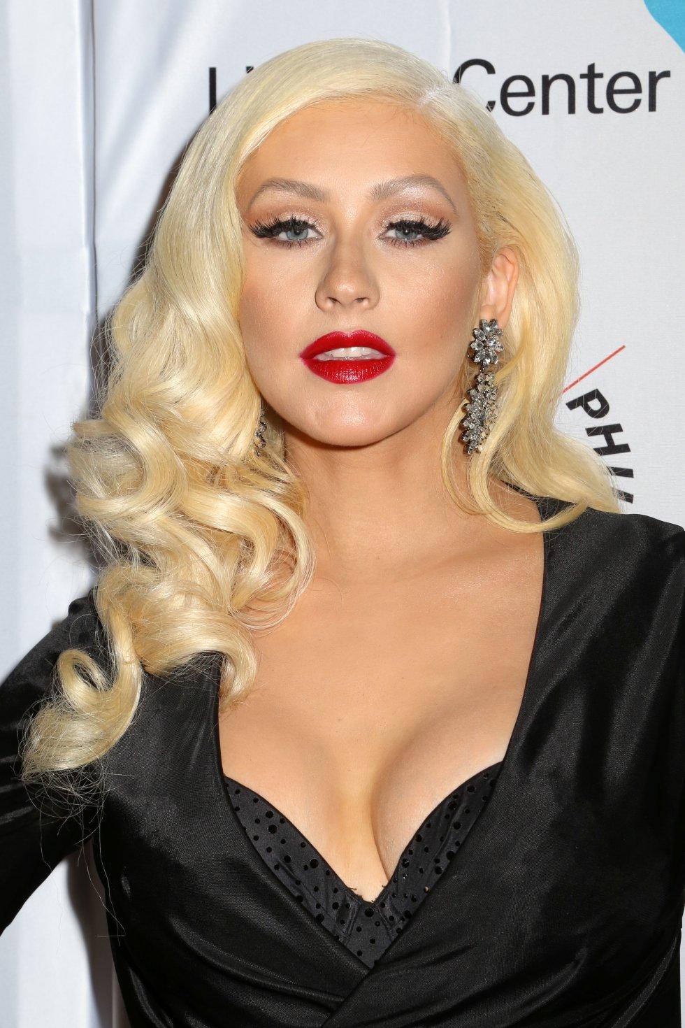 Christina Aguilera sorprendió a sus seguidores con una ráfaga de fotos muy sensual, en la que estaba disfrazada de un ayudante de 'Santa'.