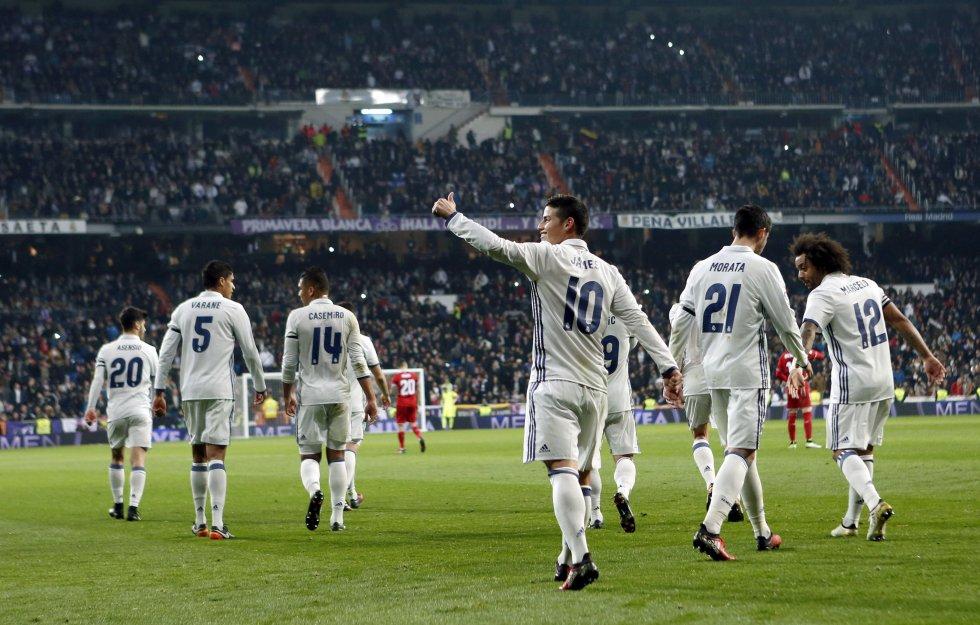 El '10' celebra su segundo gol en el compromiso.