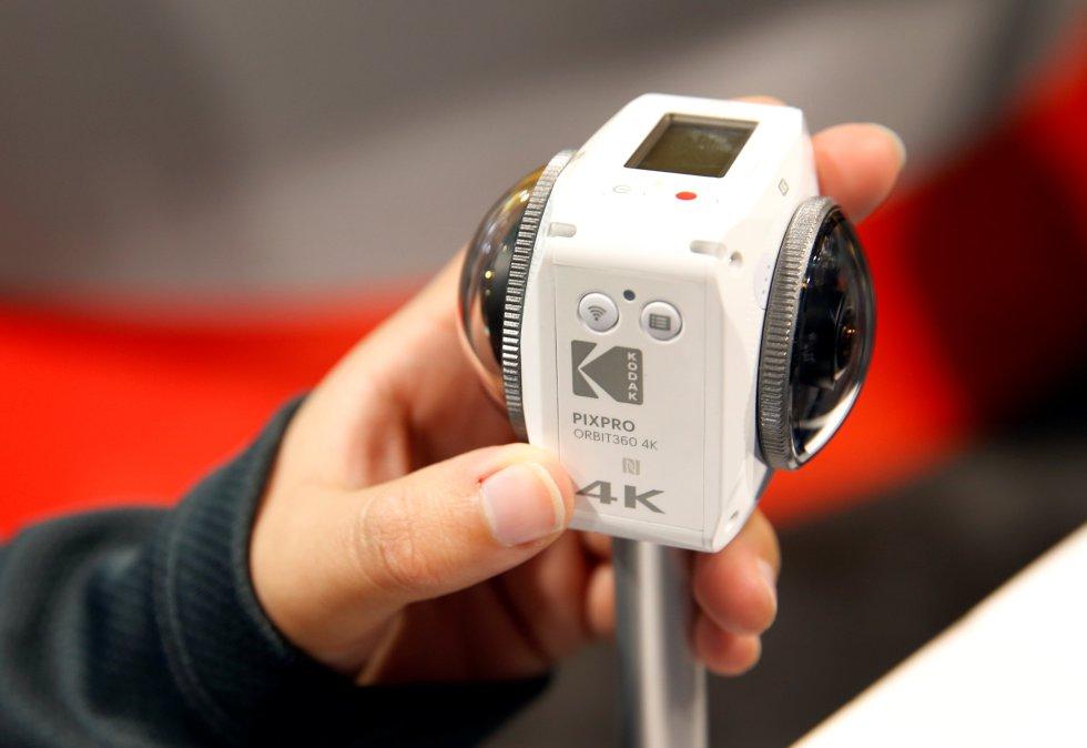 Kodak no sólo presentó su smartphone, sino que además mostró su cámara Pixpro Orbit360, la cuel cuenta con 4K y VR, la cual tendrá costará cerca de 500 dólares.