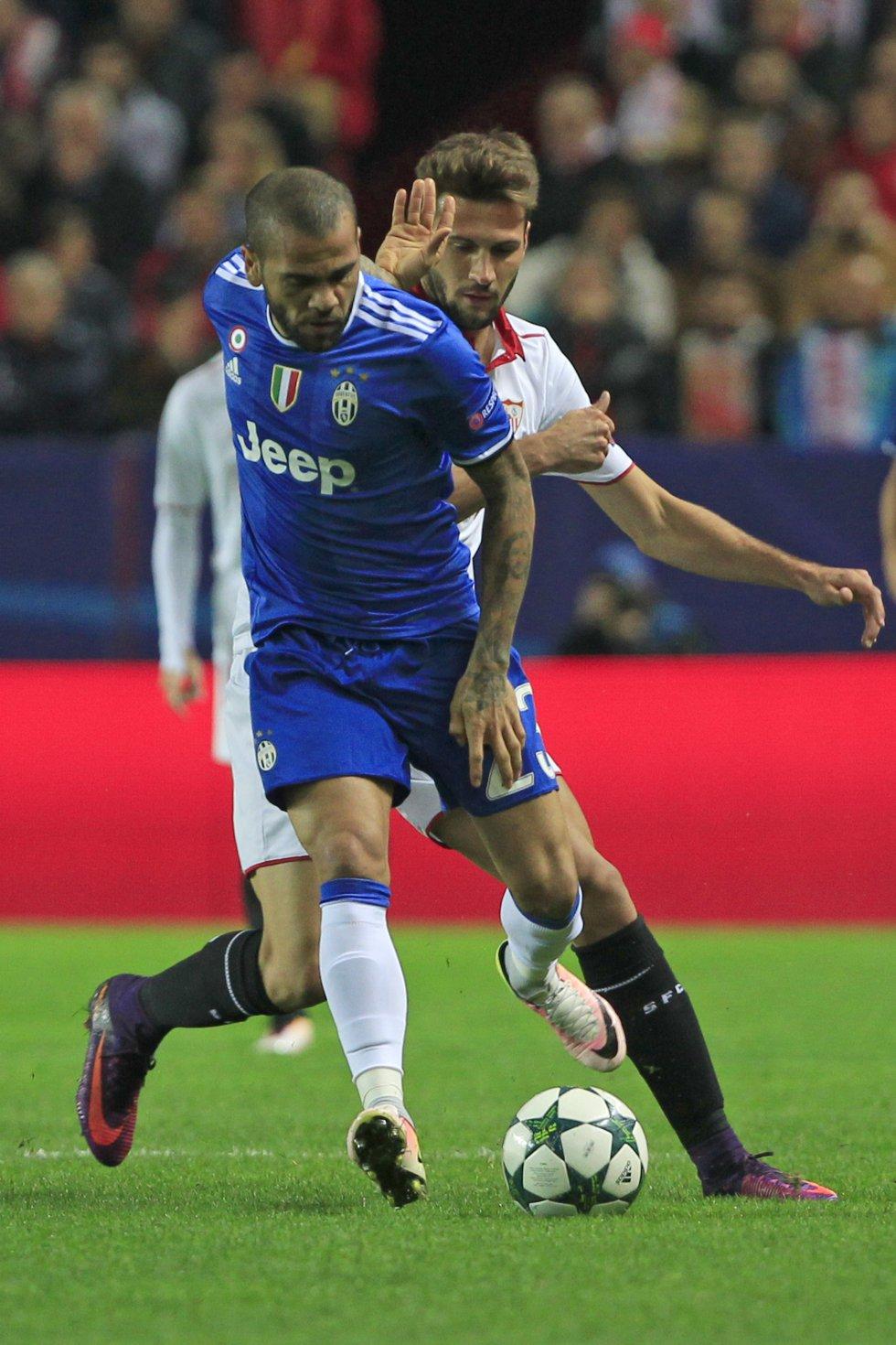 El brasileño Dani Alves, lateral de Juventus.