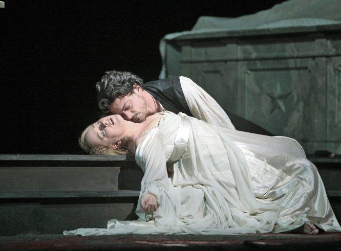 Romeo y Julieta, del libro a las tablas, y de ahí a las pantallas de cine.