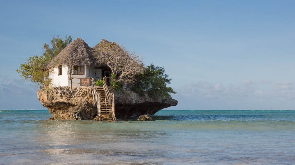 The Rock, ubicado en Michamvi, Tanzania, un restaurante al medio del mar.