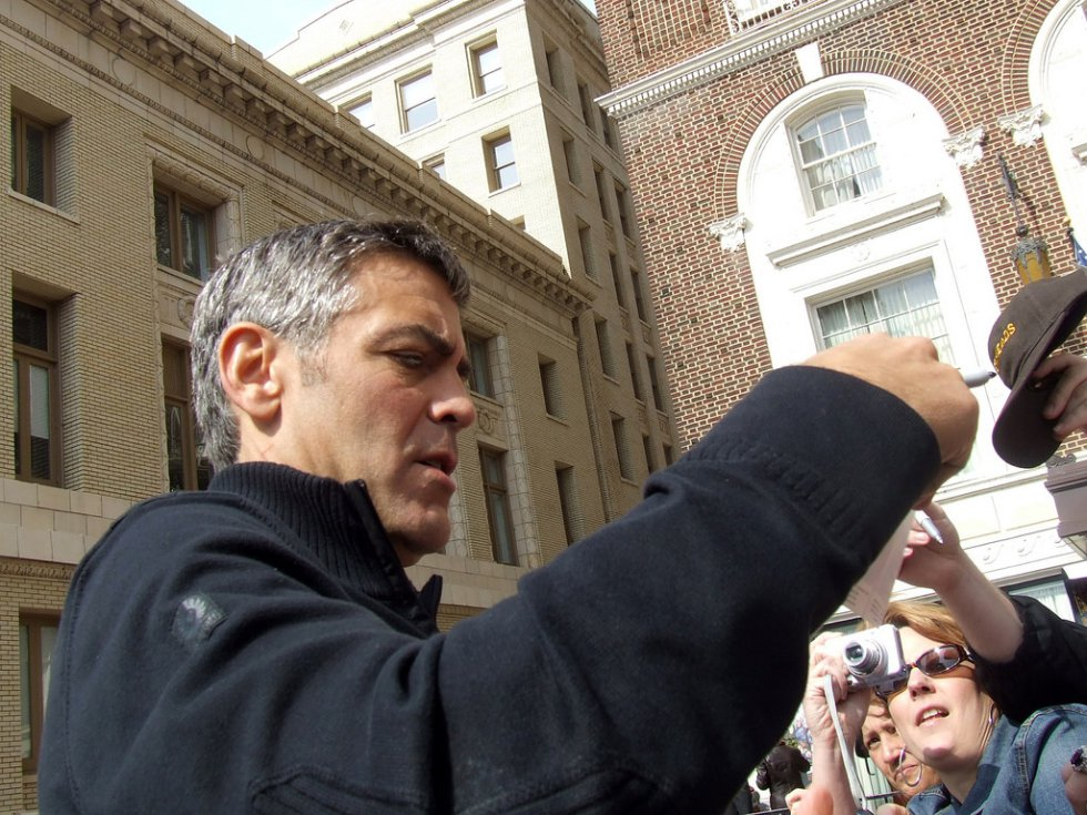 """Participó en la cinta """"Batman y Robin(1997) que fue duramente criticada. Algunos afirman que Clooney arruinó por completo la saga del """"Hombre Murciélago""""."""