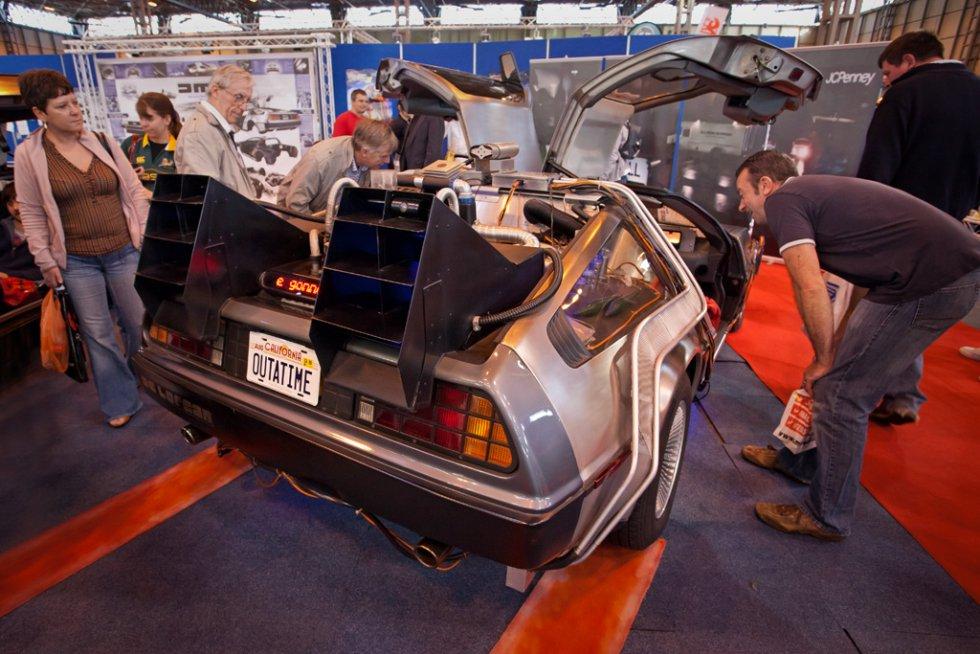 """Este vehículo fabricado a principios de los 80's es recordado por su aparición en la trilogía """"Volver al Futuro"""". (""""Back To The Future"""")."""