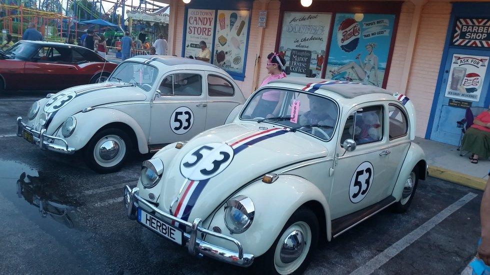 """""""Herbie"""" fue todo un símbolo de la revolución hippie en los años 60. El número 53 y sus franjas de colores nos transportan a la cinta """"Cupido Motorizado"""" estrenada en 1968."""