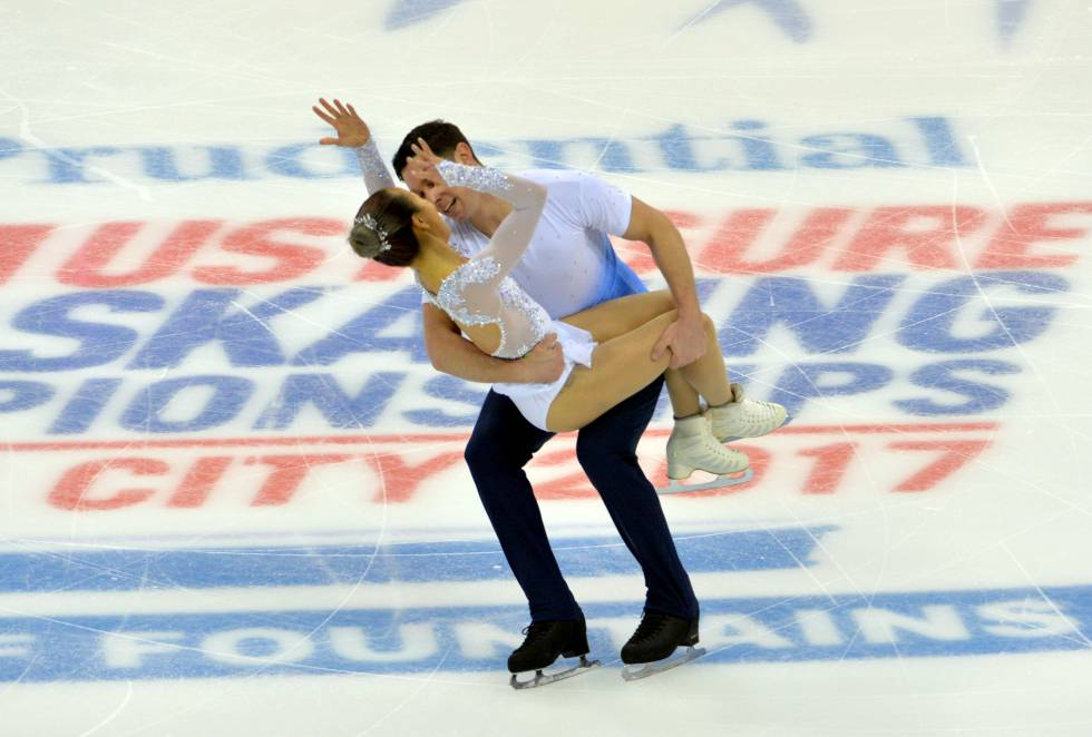 Erika Smith and AJ Reiss participan en la categoría de parejas del Campeonato de Patinaje Artístico de Estados Unidos en Sprint Center.