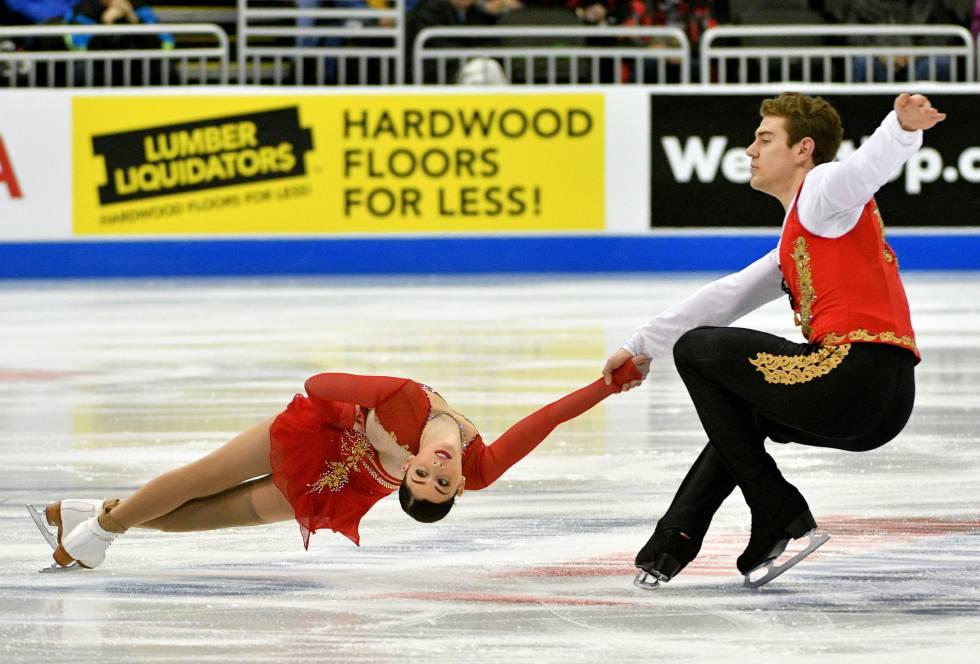 Haven Denney y Brandon Frazier participan en la categoría de parejas del Campeonato de Patinaje Artístico de Estados Unidos en Sprint Center.