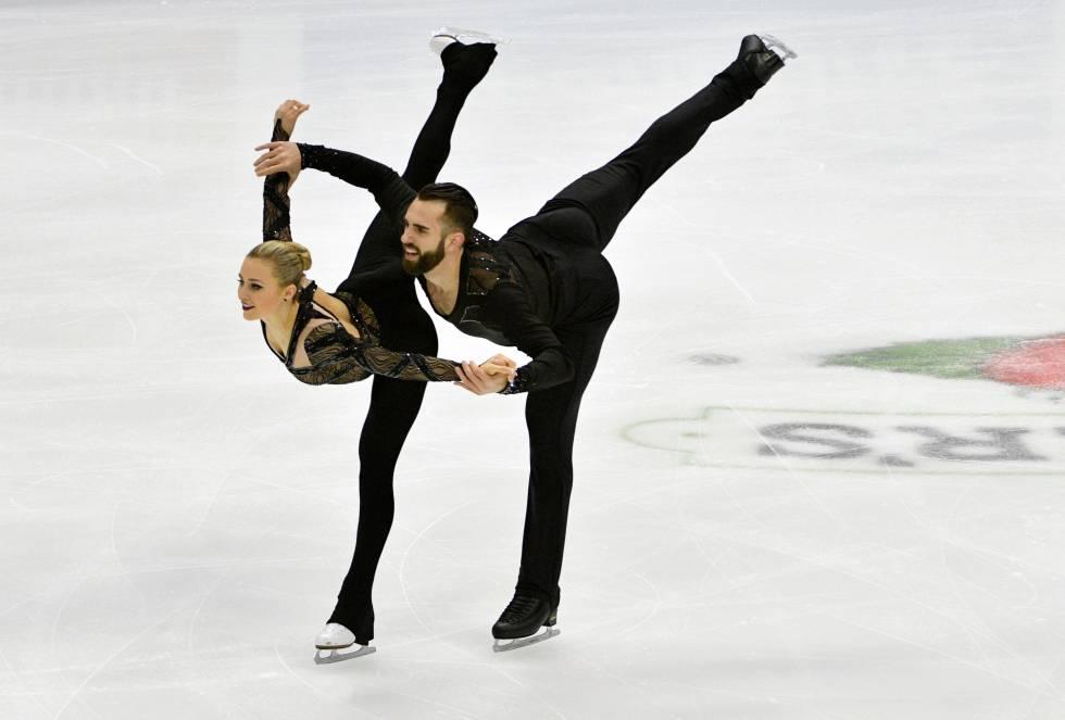 Ashley Cain y Timothy LeDuc participan en la categoría de parejas del Campeonato de Patinaje Artístico de Estados Unidos en Sprint Center.