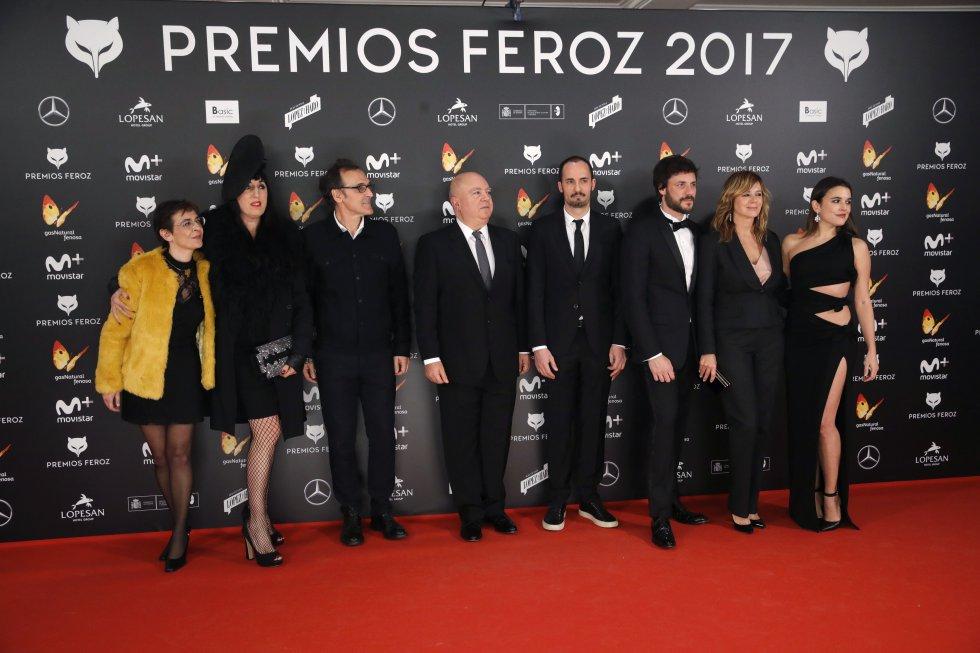 """Los actores de la película """"Julieta"""", Rossy de Palma , Daniel Grao, Emma Suárez  y Adriana Ugarte, junto al productor Agustín Almodovar y el músico Alberto Iglesias."""