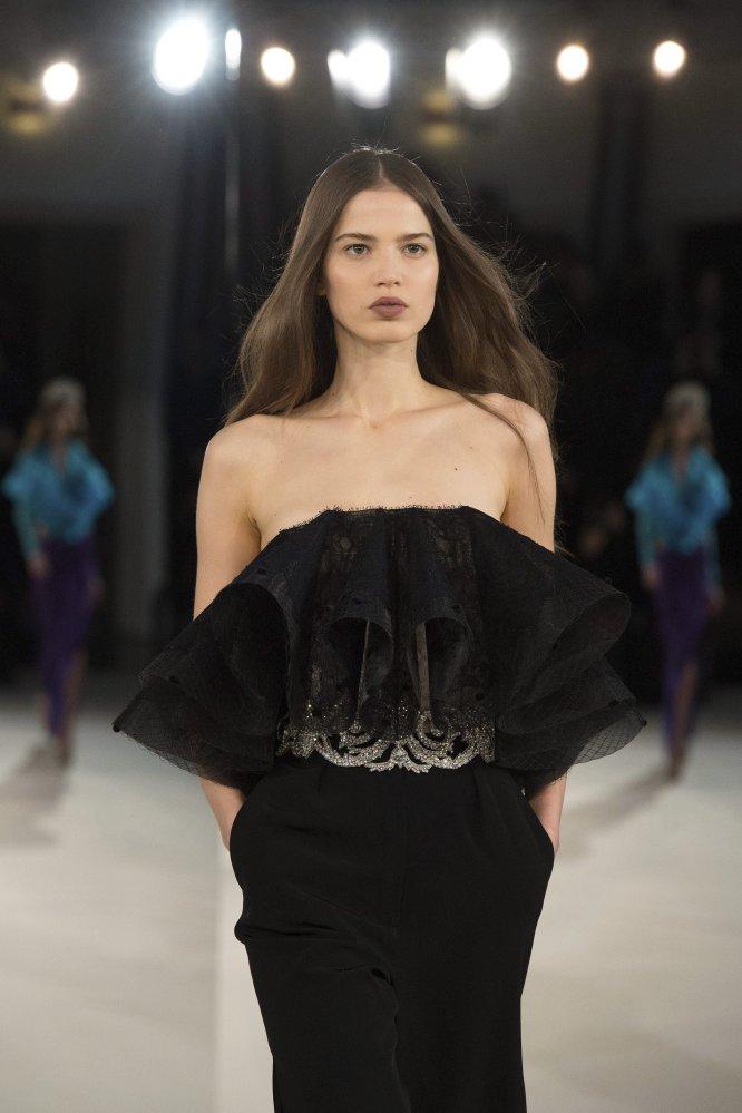 El diseñador francés Alexis Mabille se destacó por su grandes atuendos y siluetas señidas al cuerpo.
