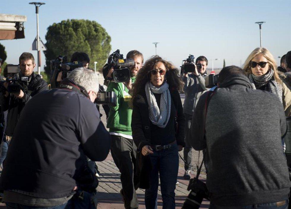 La cantante Rosario Flores a su llegada al tanatorio de La Paz.