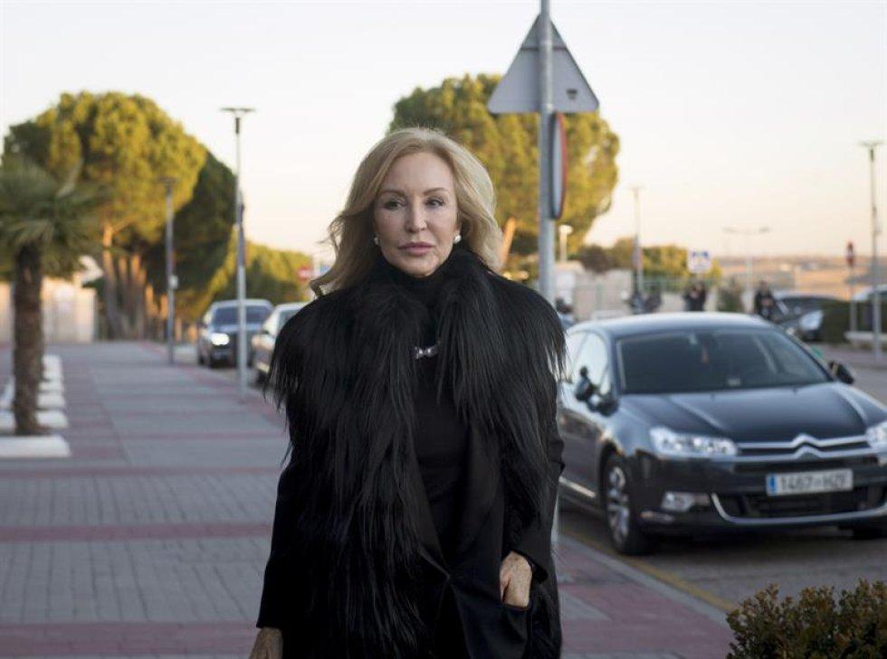 Carmen Lomana a su llegada al tanatorio de La Paz.