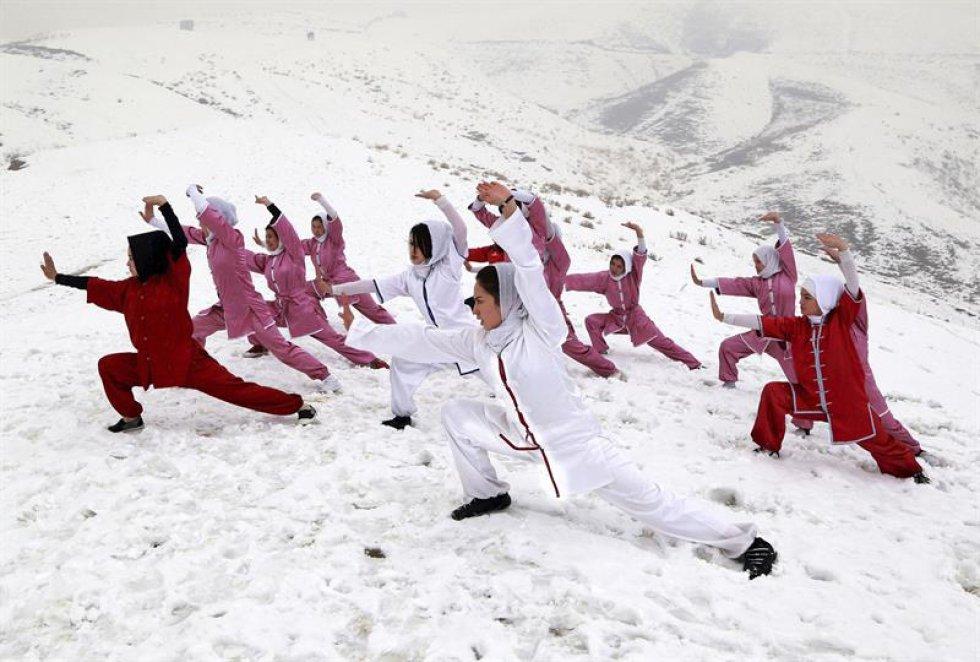 El club está compuesto por 20 chicas afganas con edades comprendidas entre los 14 y los 20 años.