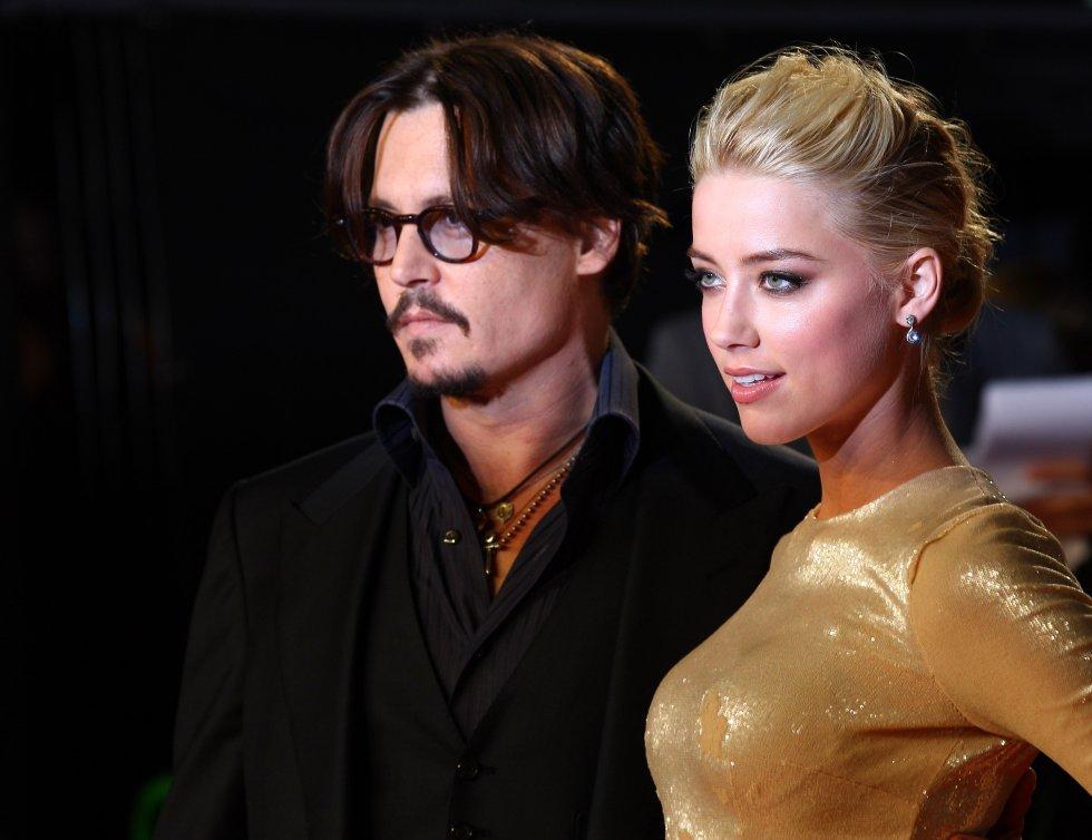 En 2014 enamora a la actriz Amber Heard, esto dura solo dos años. Actualmente están en trámites de divorcio.