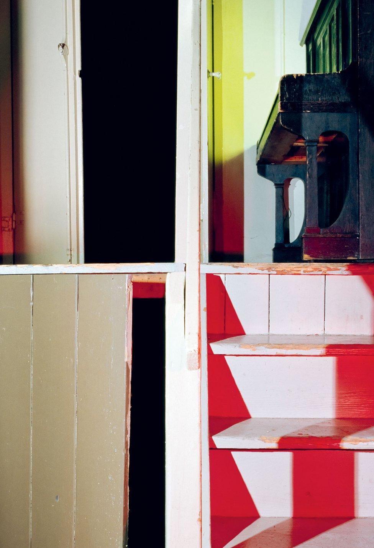 La Erbgericht ha sido una casa de huéspedes alemana por más de 100 años. Andrea Grützner crea imágenes fracturadas de su arquitectura. (Son Título (15), 2014, de la serie Erbgericht).