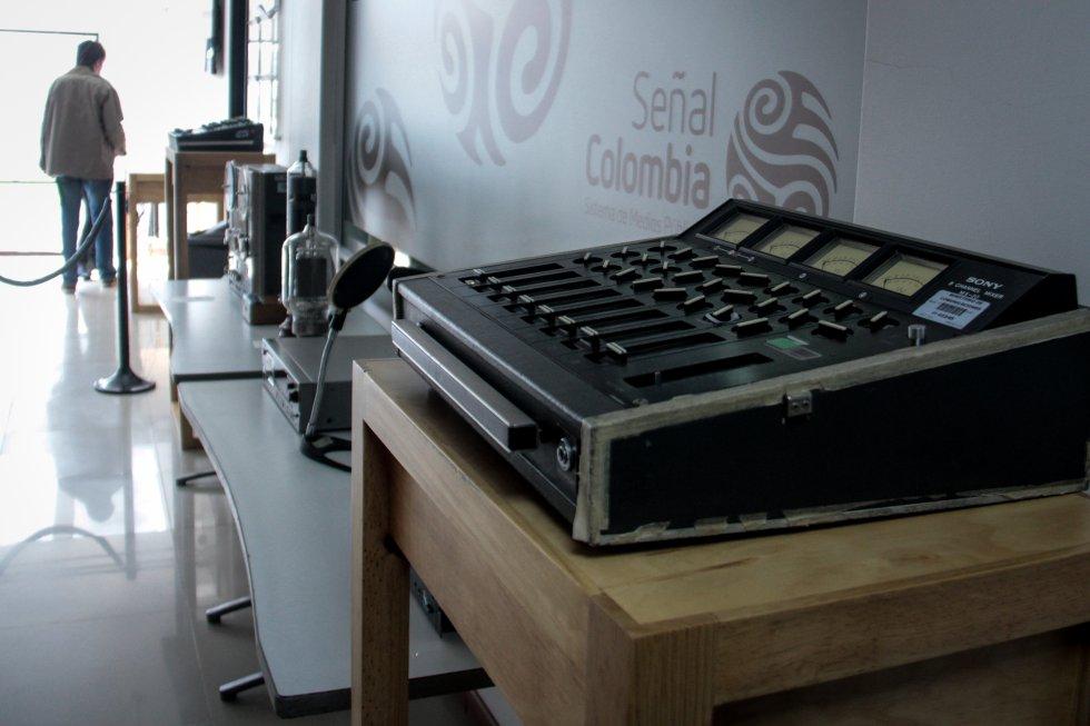 Algunos adminículos son expuestos en la sede de la Radio Nacional de Colombia para rememorar capítulos importantes de la radiodifusión en Colombia.