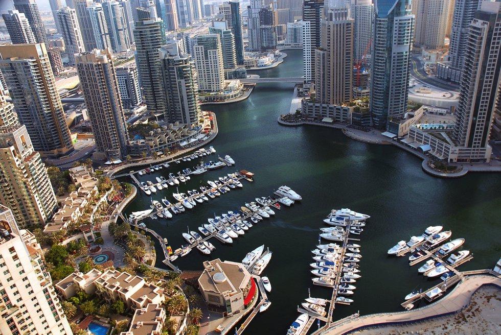 Las playas, el golf, lugares históricos, la vida nocturna y las célebres tiendas libres de impuestos de Dubái.