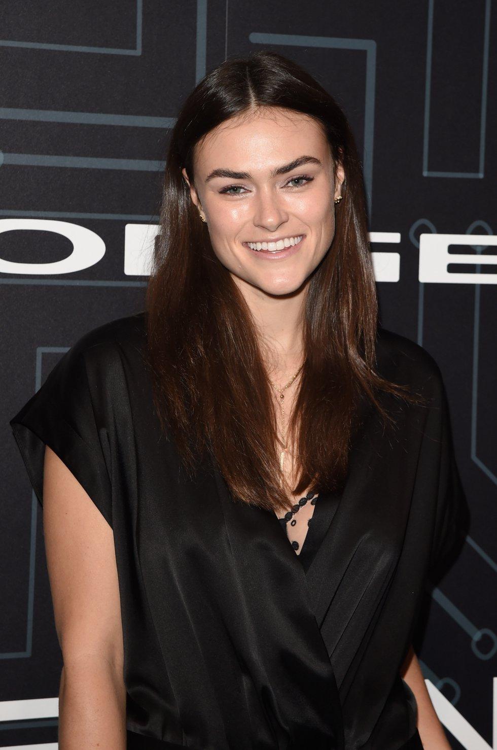 Myla Dalbesio se dio a conocer por ser la primera modelo en romper los estereotipos y posar en ropa interior en Calvin Klein.