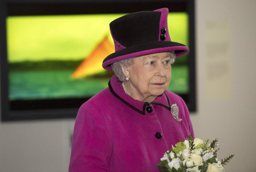 La reina Isabel II, de 90 años, hace historia una vez más, al cumplir 65 años en el trono, la primera monarca británica que celebra un Jubileo de Zafiro.