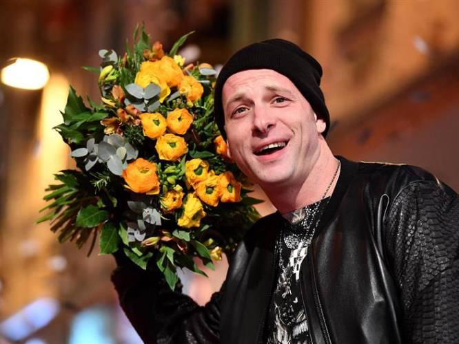 El cantante italiano Clementino llega a la alfombra roja de la edición 67 del Festival de la Canción de Sanremo en el teatro Ariston, en Sanremo (Italia).