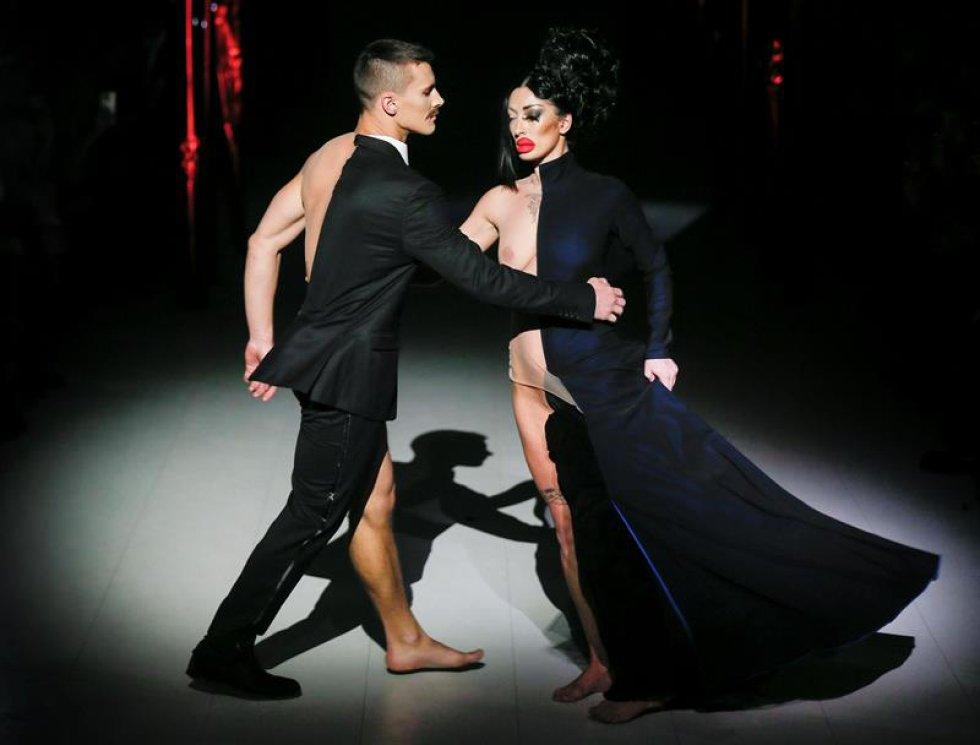 Modelos lucen creaciones del diseñador ucraniano Aleksey Zalevskiy hoy, martes 7 de febrero de 2017, durante la Semana de la Moda de Ucrania, en Kiev (Ucrania).