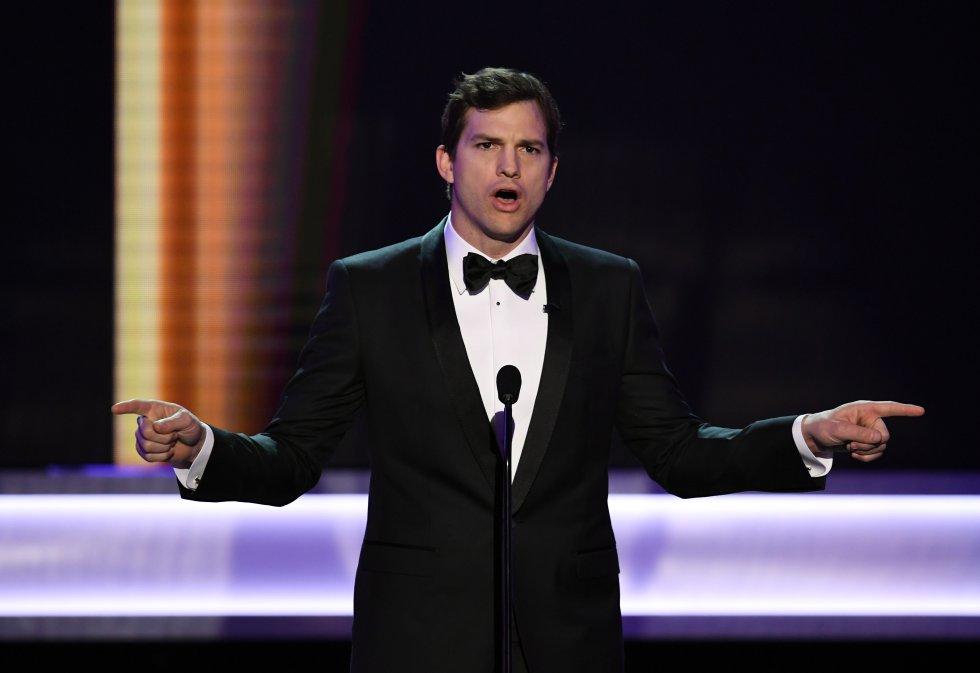 El actor Ashton Kutcher habla durante la edición número 23 de los premios del Sindicato de Actores en Los Ángeles, California, en enero de 2017.