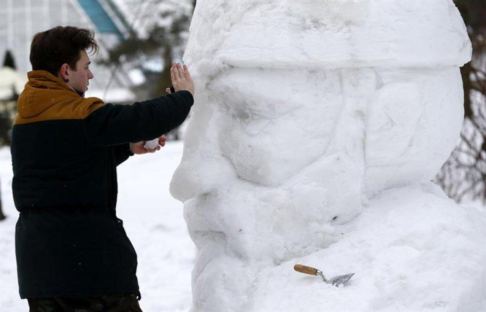 En Bielorrusia, del 9 al 11 de febrero, artistas exponen su talento creando esculturas con nieve.