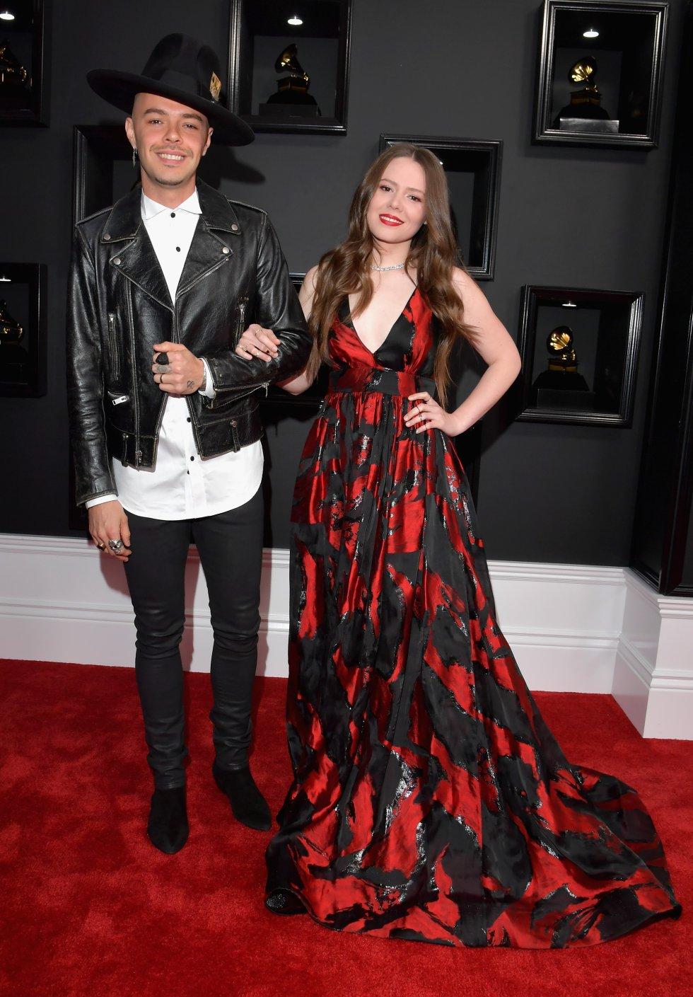 Adele fue la gran triunfadora de la noche al obtener cinco gramófonos en la gala que se celebró este domingo en Los Ángeles.