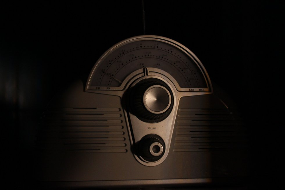 El Día Mundial de la Radio se celebró por primera vez en 2012 tras su proclamación oficial en la Conferencia General de la UNESCO de 2011.