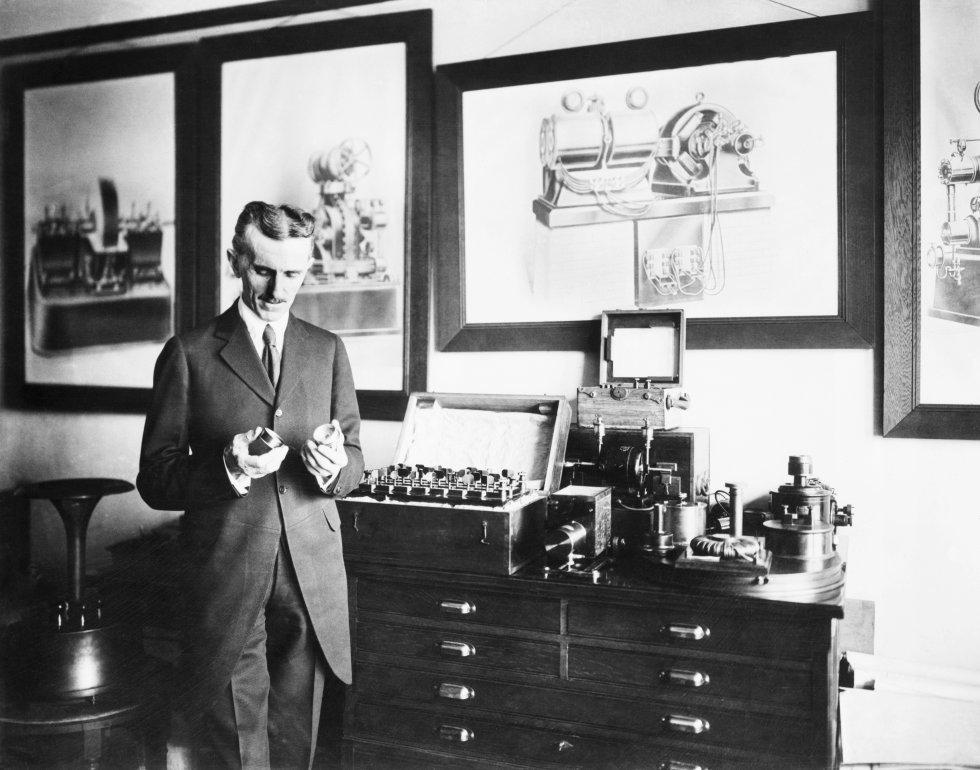 """Alexander Popov es reconocido en Europa Oriental como un """"inventor de la radio"""", en Occidente la figura más representativa fue el físico Nikola Tesla."""