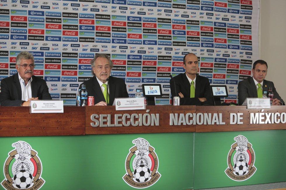 El trofeo que concedió la Federación Mexicana de Fútbol a Norberto Outes, quién con la camiseta del Club América fue el goleador de la Liga Mexicana en 1982/1983. El trofeo de bronce, de 46 centímetros de altura, parte con un precio de 5.000 dólares