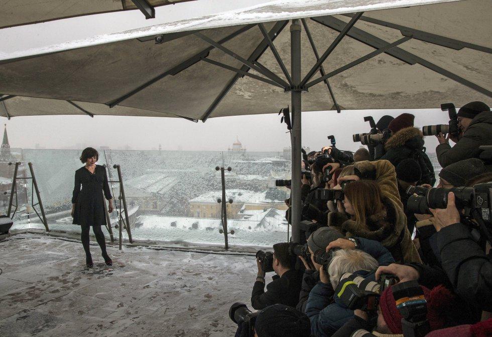 Milla Jovovich y su presentación con los medios de comunicación de Rusia.
