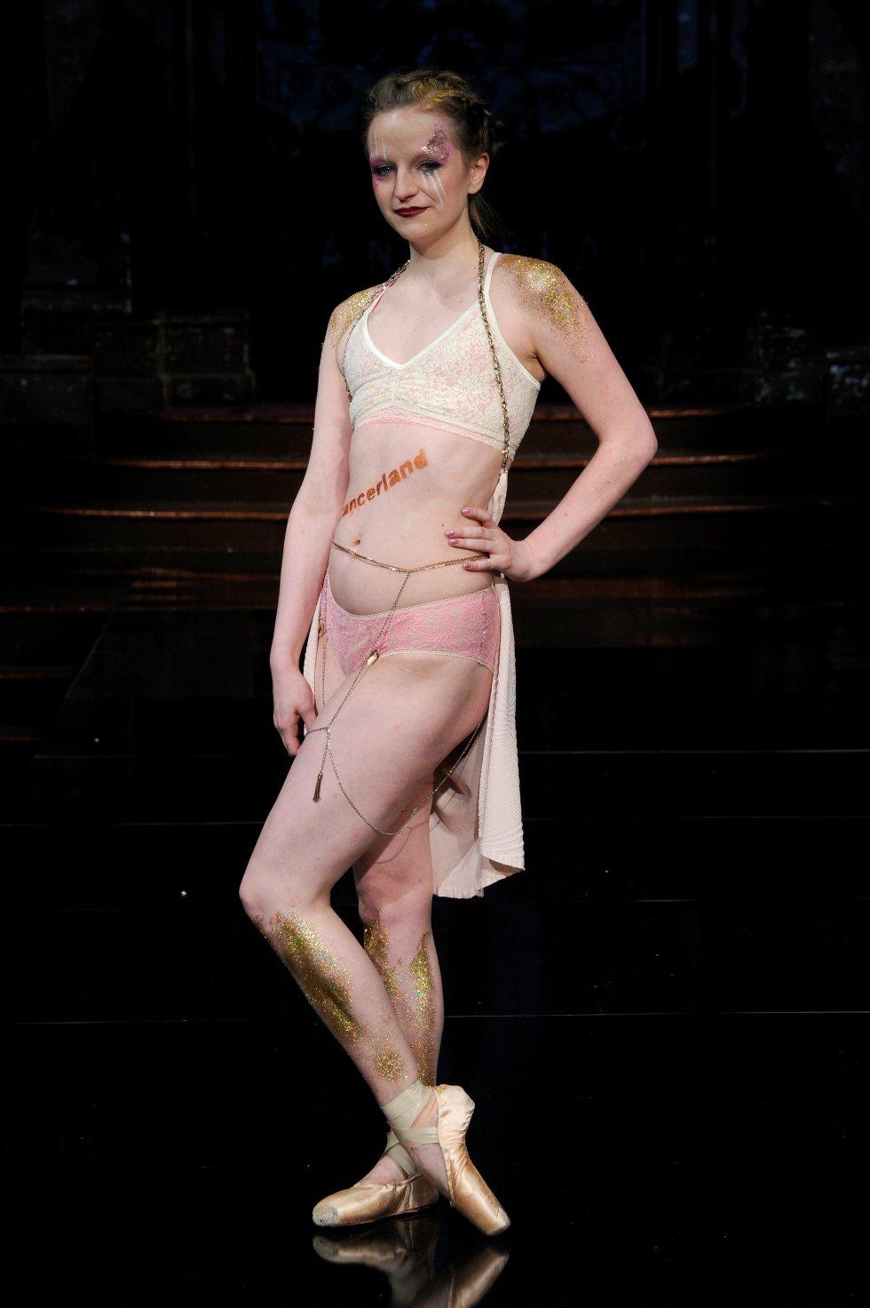 """""""Es un momento muy importante para ellas salir allí y experimentar algo como esto porque el cáncer de mama ha tomado su cuerpo"""" dijo Dana Donofree."""