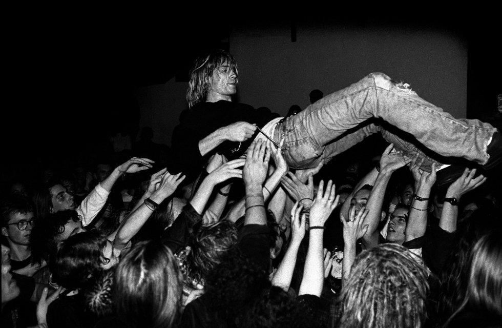 En sus ratos libres mientras dibujaba y escribía canciones, le gustaba oir bandas como Led Zeppelin, Black Sabbath, The Beatles, entre otros, Más tarde, haría efecto con la creación de su propia banda: Nirvana.