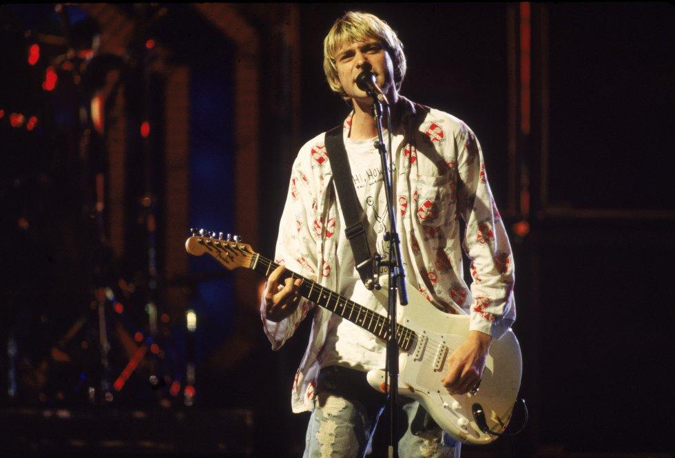 Kurt Donald Cobain nació en Aberdeen, Washington el 20 de febrero de 1967. Desde pequeño mostró gran interés por la música, el dibujo y la pintura.También los usaba para escapar de los problemas familiares en su casa.