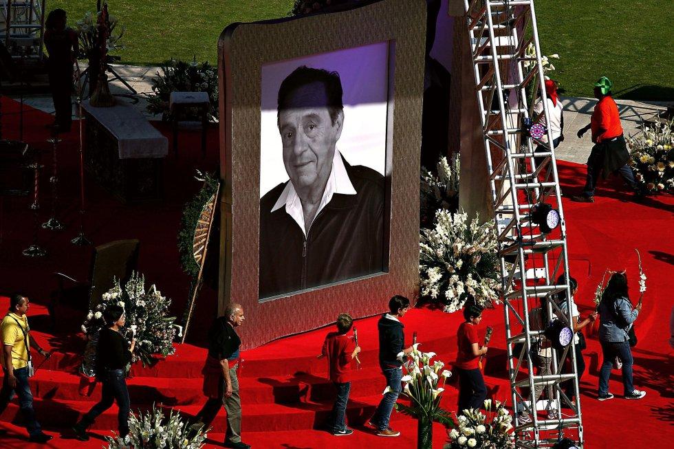 """""""Chespirito"""" falleció a los 85 años el 28 de noviembre de 2014 en Cancún, México,debido a una insuficiencia cardíaca y la enfermedad de Parkinson. En su honor su hicieron diferentes homenajes."""