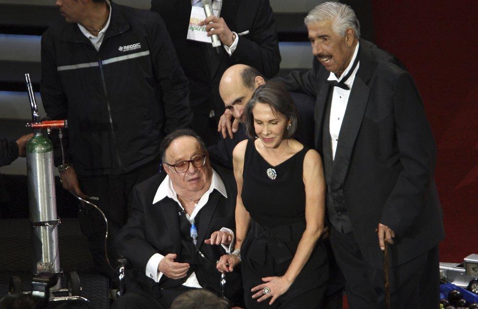 En 2004 se casó con Florinda Meza, que personificó a Doña Florinda y la Popis en el Chavo del 8. Llevaban una relación de años.