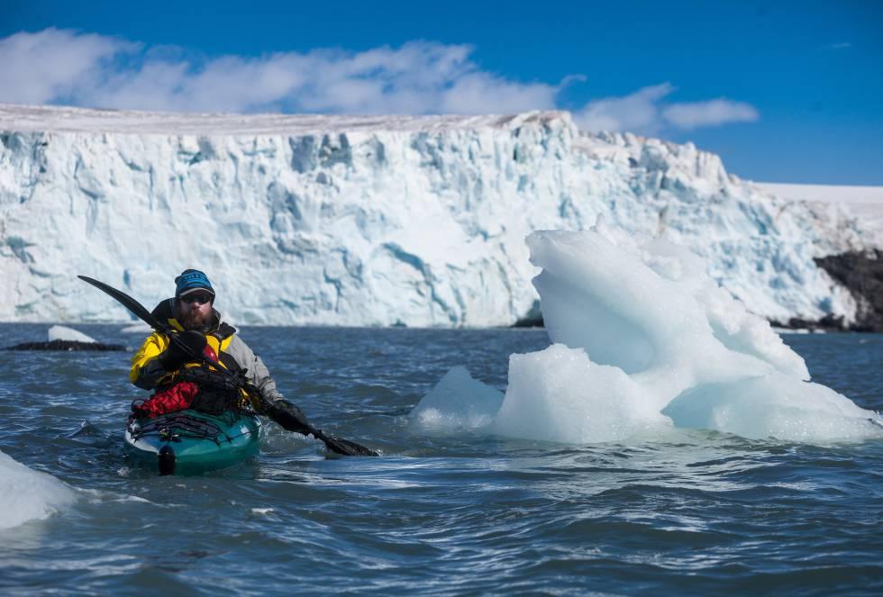 Los chilenos Cristián Donoso, Exequiel Lira y el español Roger Rovira regresaron a Chile continental esta semana tras once días de navegación bajo unas condiciones climáticas extremas.