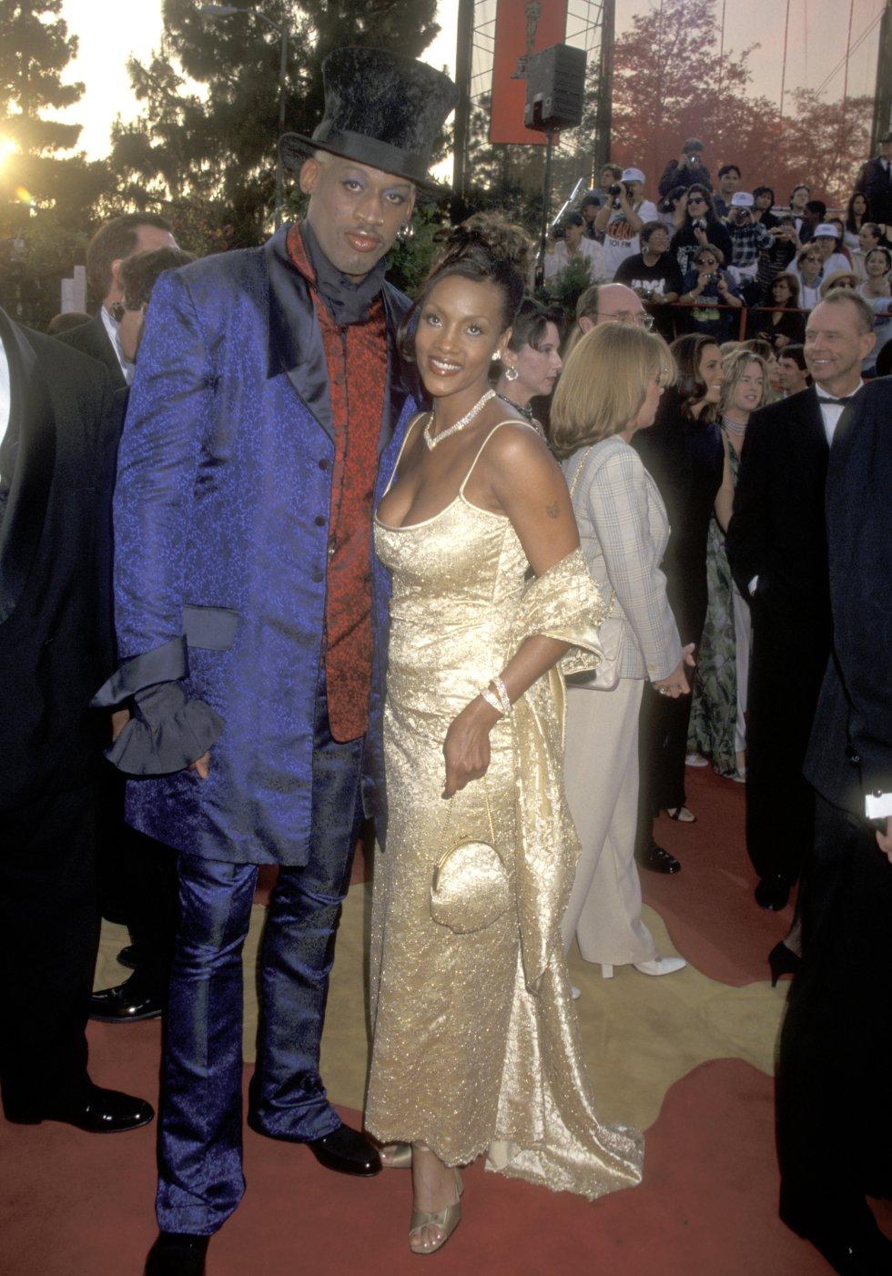 Dennis Rodman y la actriz Vivica A. Fox. En la gala de 1997.